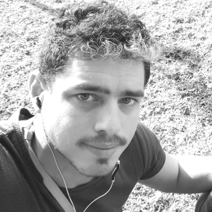 אמיר ישראל מנחה בעמותת רקפת